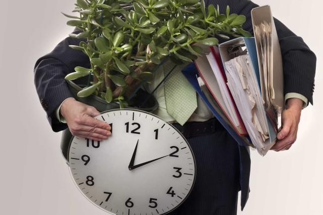 Расторжение срочного трудового договора по истечении срока